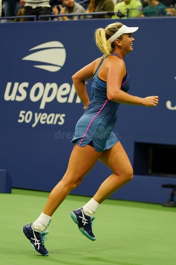 El Coco 2018 del campeón de los dobles de las mujeres del US Open Vandeweghe de Estados Unidos celebra la victoria después de su  foto de archivo libre de regalías