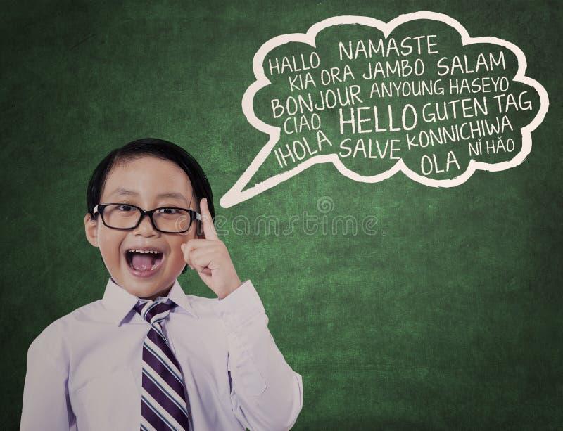 El colegial aprende la lengua universal 1 imagen de archivo libre de regalías