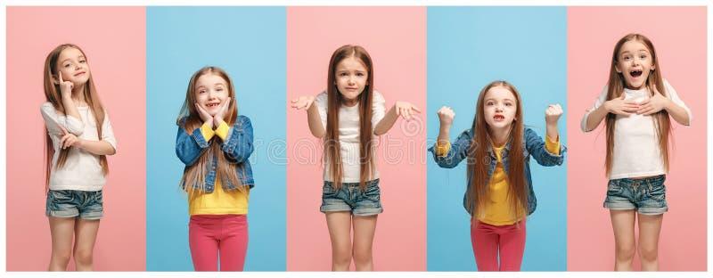 El collage de diversas expresiones faciales, emociones y sensaciones humanas de la muchacha adolescente joven imágenes de archivo libres de regalías