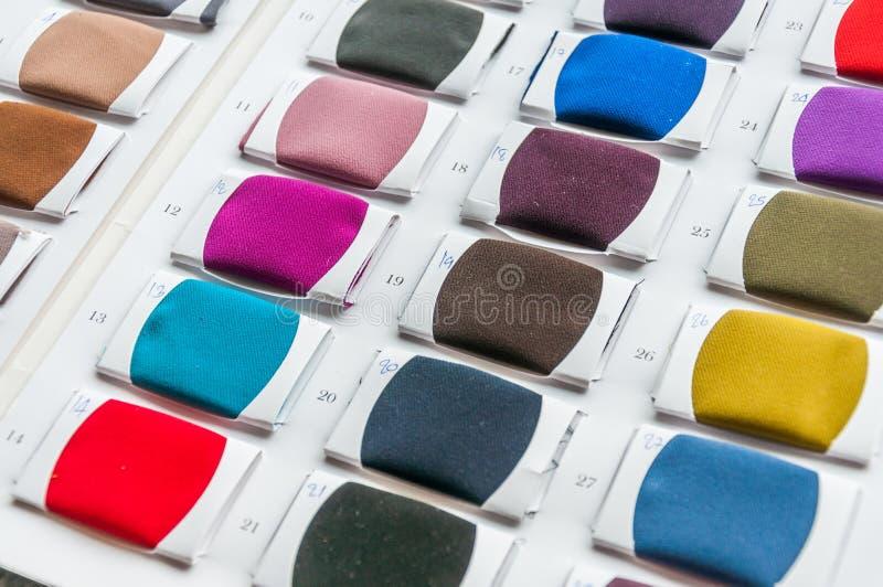El color de la tela muestrea la gama de colores fotos de archivo