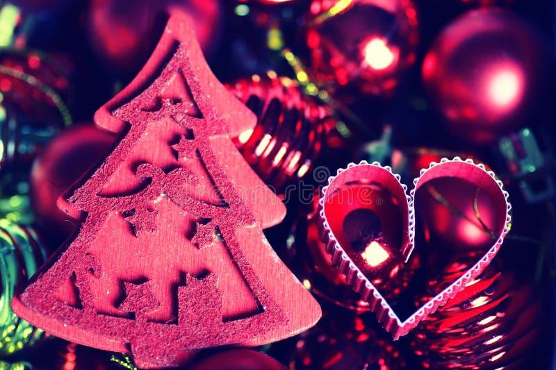 El color del invierno adorna día de fiesta oscuro de la linterna de la vela foto de archivo