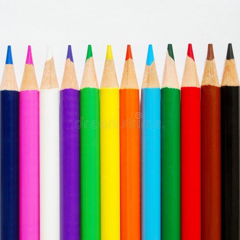 El color dibujó a lápiz fila imágenes de archivo libres de regalías