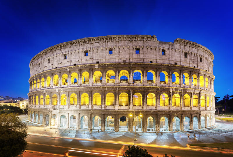 El Colosseum en la noche, Roma imágenes de archivo libres de regalías
