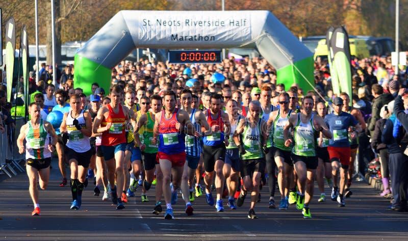 El comienzo del medio maratón del St Neots foto de archivo libre de regalías