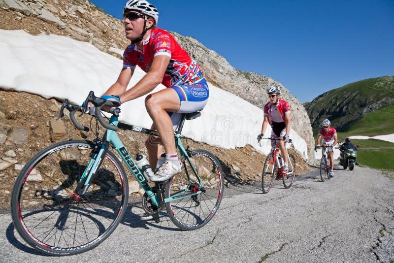 El competir con de camino de la bicicleta imágenes de archivo libres de regalías