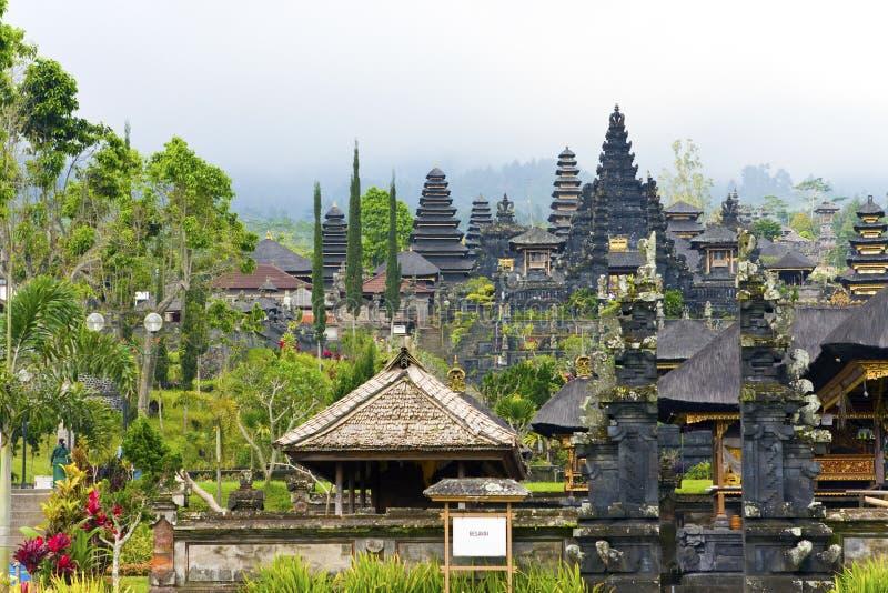 El complejo más grande del templo, madre de todos los templos imágenes de archivo libres de regalías
