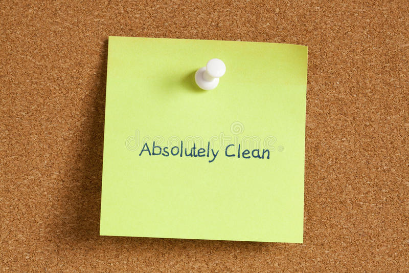 El concepto absolutamente limpio encendido recuerda la nota imagen de archivo