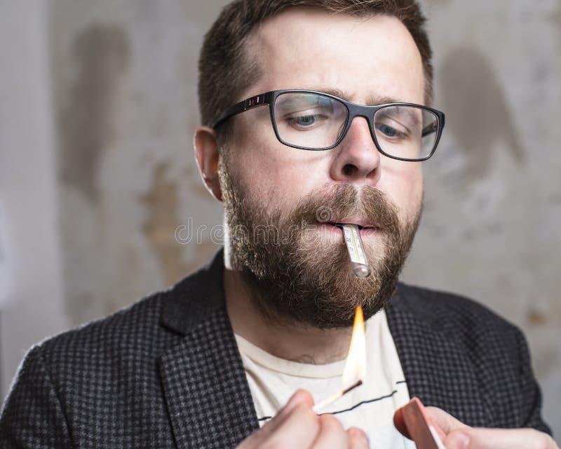 El concepto de actitud descuidada hacia una salud del ` s Un barbudo imagenes de archivo