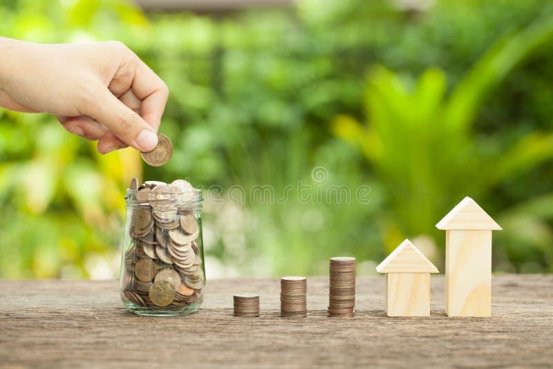El concepto de ahorros financieros para comprar una casa imagen de archivo