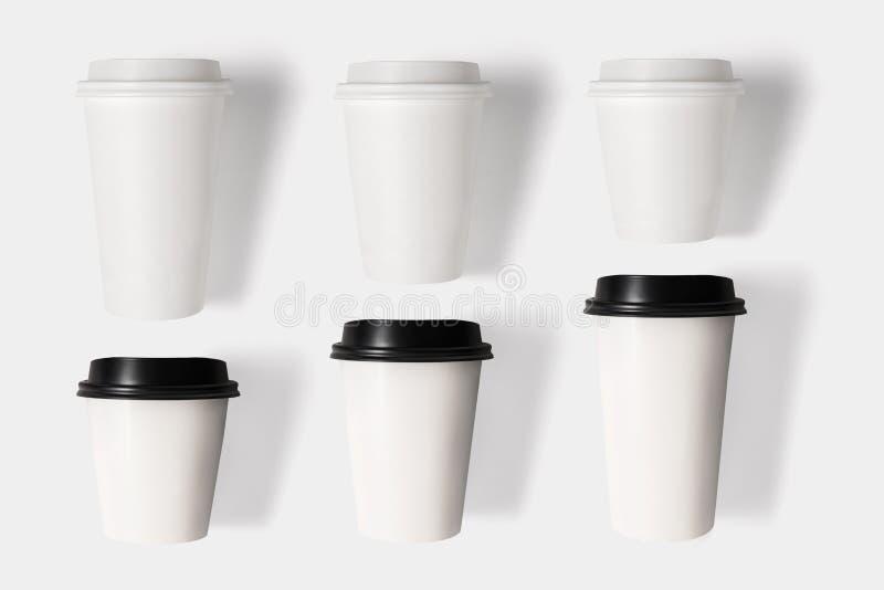 El concepto de diseño de la taza de café de la maqueta fijó en el backgr blanco foto de archivo