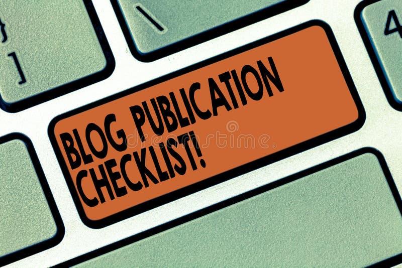 El concepto de la lista de control de la publicación del blog de la escritura del texto de la escritura que significa artículos p imágenes de archivo libres de regalías