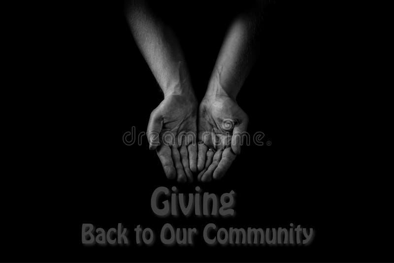 El concepto de la mano amiga, ` s del hombre da las palmas para arriba, dando el cuidado y la ayuda, alcanzando hacia fuera, dand imágenes de archivo libres de regalías