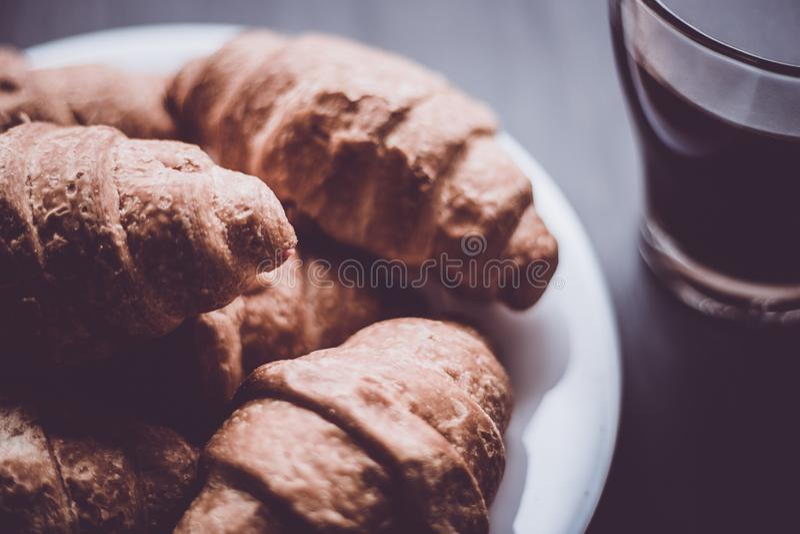 El concepto de postre y de café del desayuno Color cambiante del compañero imagen de archivo