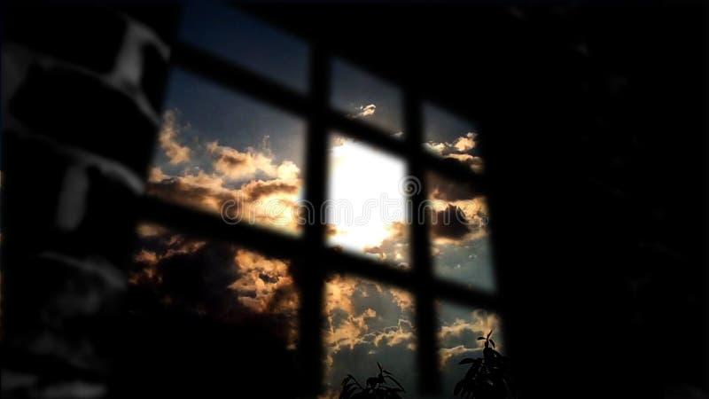 El concepto de privación de la libertad Detrás de la pared a la vida hermosa fotos de archivo