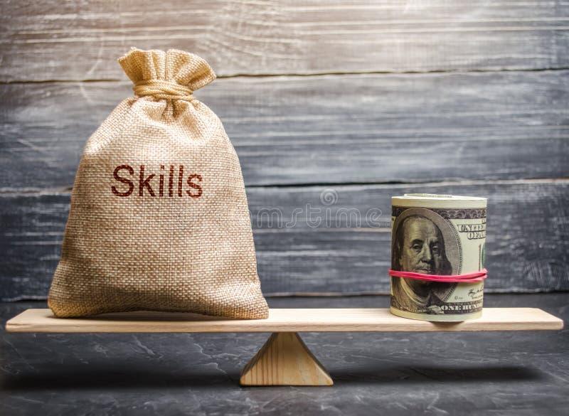 El concepto de salarios decentes de un empleado para las habilidades útiles Profesionales del negocio Cursos incompetentes de baj fotos de archivo libres de regalías