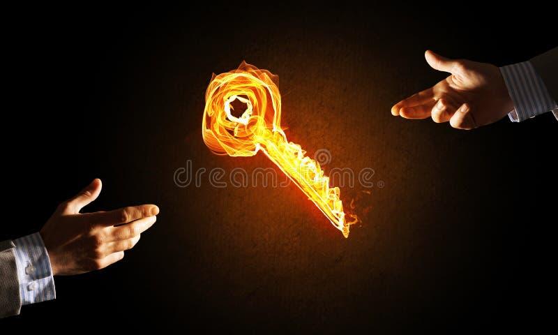 El concepto de sociedad y de cooperaci?n present? por el icono dominante que brillaba intensamente del fuego imagen de archivo