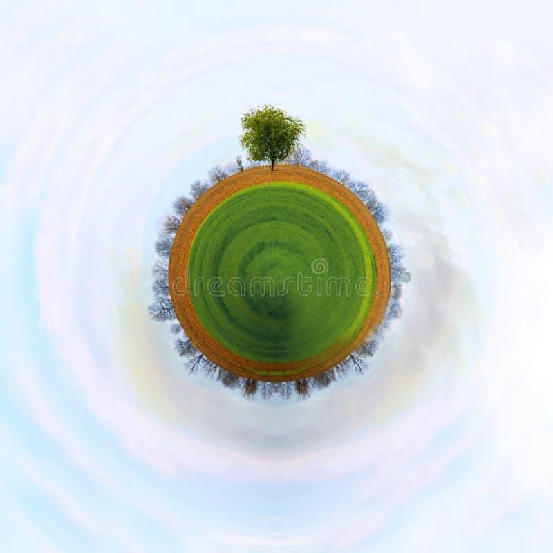 El concepto de un pequeño planeta imagen de archivo libre de regalías