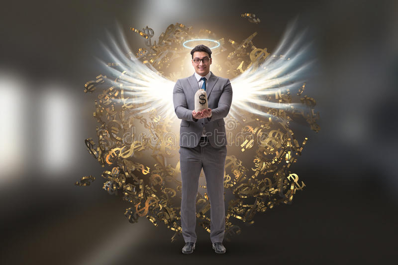 El concepto del inversor del ángel con el hombre de negocios con las alas foto de archivo