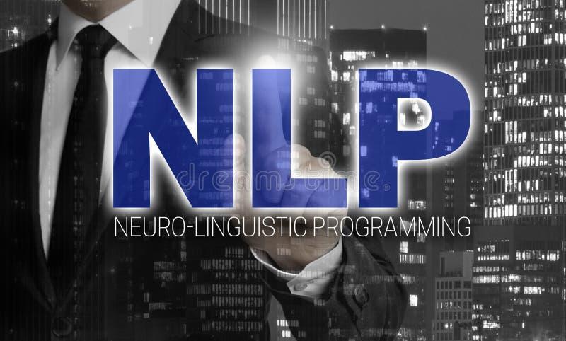 El concepto del NLP es mostrado por el hombre de negocios fotos de archivo