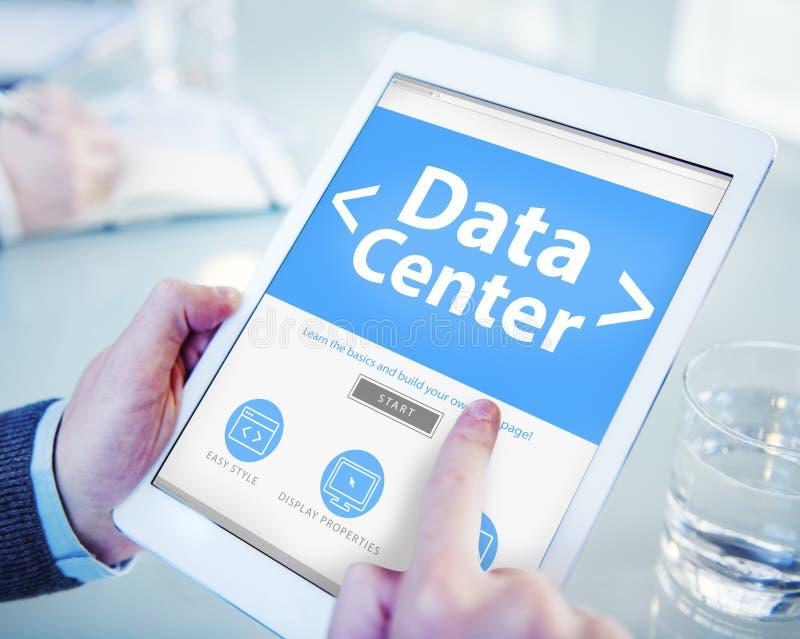 El concepto en línea de Internet de la tecnología del centro de datos de la nube fotos de archivo
