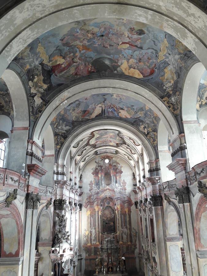 El concierto barroco del arte moderno del museo de Praga renovó deathes góticos de la estatua de los tejedores del osario fotografía de archivo libre de regalías