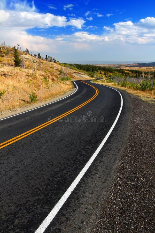 El condado de Glacier Montana Roadway imagenes de archivo