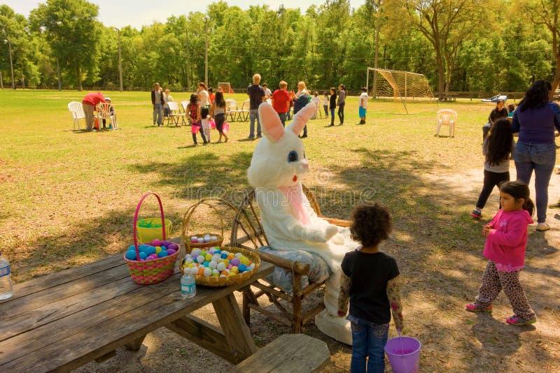 El conejito de pascua visita ocala foto de archivo libre de regalías