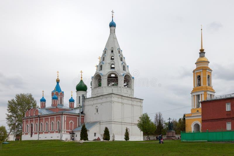 El conjunto arquitect?nico del cuadrado de la catedral en el Kolomna el Kremlin fotografía de archivo