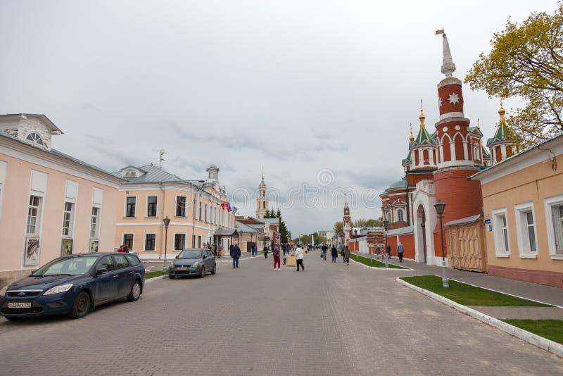 El conjunto arquitect?nico del cuadrado de la catedral en el Kolomna el Kremlin foto de archivo
