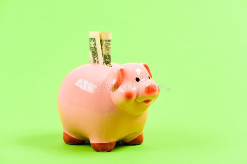 El conseguir rico renta Dinero del ahorro hucha con la pila de oro de la moneda moneybox Presupuesto familiar Puesta en marcha de fotos de archivo