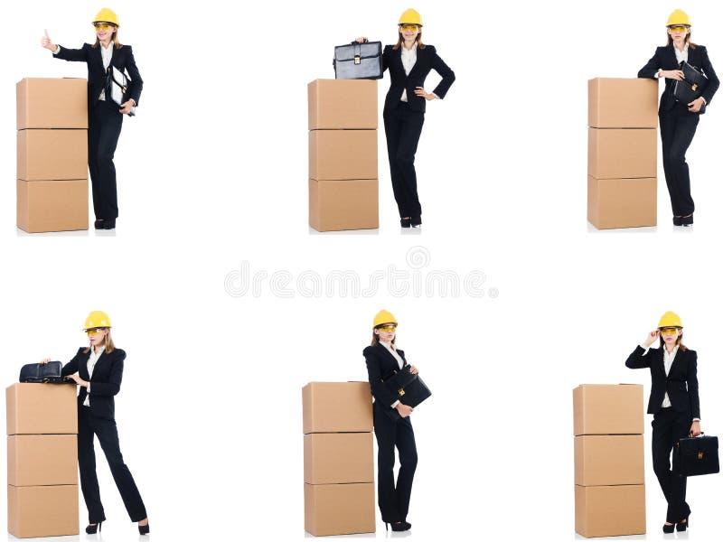 El constructor de la mujer con la caja aislada en blanco imagen de archivo libre de regalías