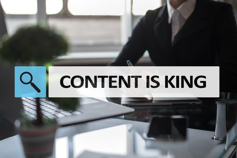 El contenido es texto del rey en barra de la búsqueda Concepto del negocio, de la tecnología y de Internet Márketing de Digitaces foto de archivo