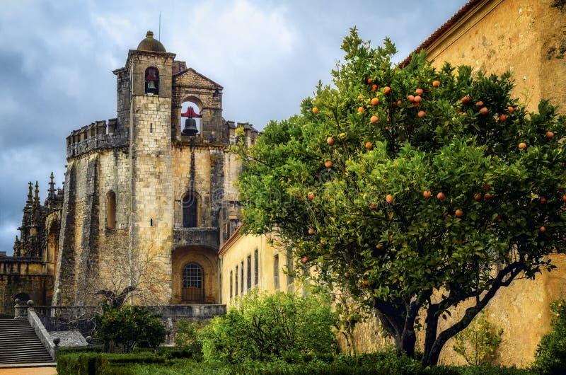 El convento de Cristo, de la ciudadela templar antigua y del monasterio en Tomar, Portugal foto de archivo libre de regalías