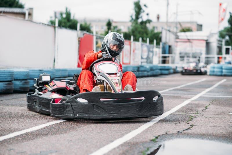 El corredor de Karting en la acción, va competencia del kart fotos de archivo