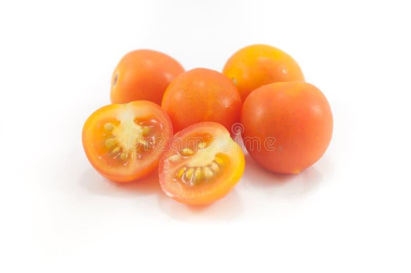 El corte fresco del pequeño tomate de Asia fotografía de archivo libre de regalías