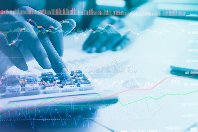 El coste y el mercado o las divisas de acción representan conveniente gráficamente para la inversión financiera fotografía de archivo
