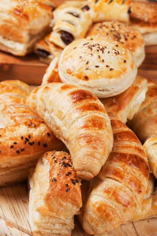 El Croissant y la otra pasta de hojaldre fotografía de archivo libre de regalías