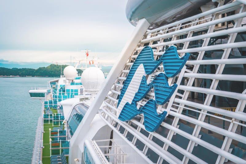 El crucero Diamond Princess está atracando en la isla Toba, Japón imagenes de archivo