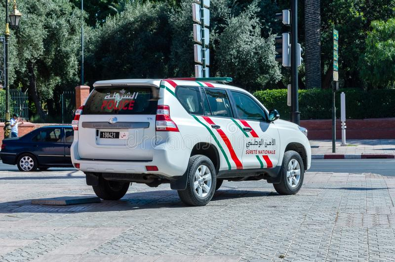 El crucero Prado TX de la tierra de Toyota pertenece a la policía de Marrocan o a la seguridad nacional de Surete Nationale imagen de archivo