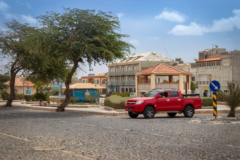 El cruzar/camino en la sal Rei, Boa Vista fotos de archivo