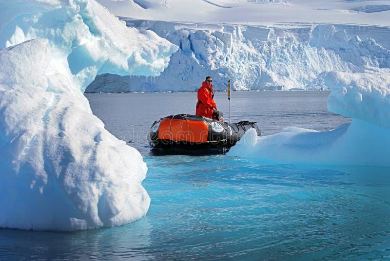 El cruzar del iceberg foto de archivo libre de regalías