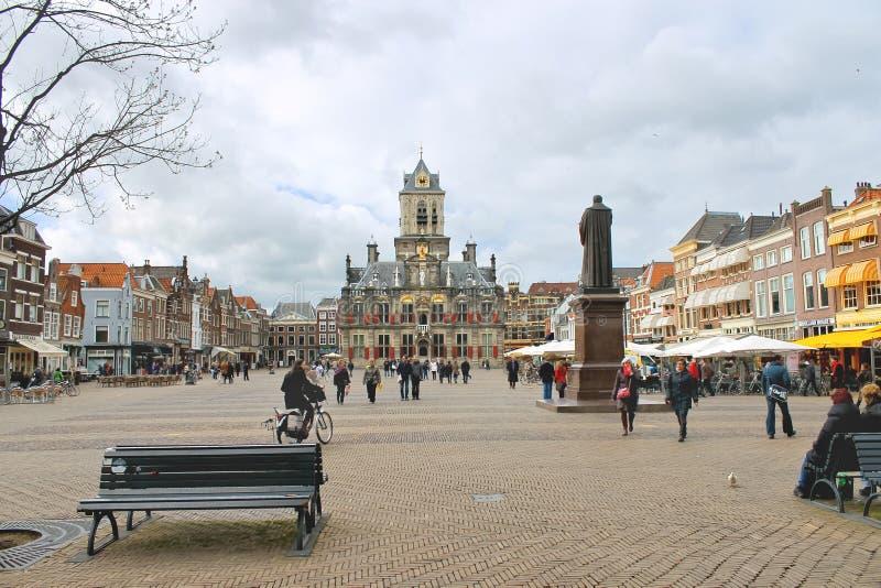 El cuadrado central en cerámica de Delft. Países Bajos fotografía de archivo libre de regalías
