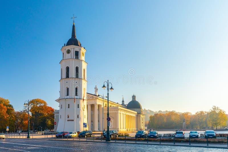 El cuadrado de la catedral, plaza principal de la ciudad vieja de Vilna, una ubicación dominante en el ámbito público de la ciuda fotografía de archivo libre de regalías