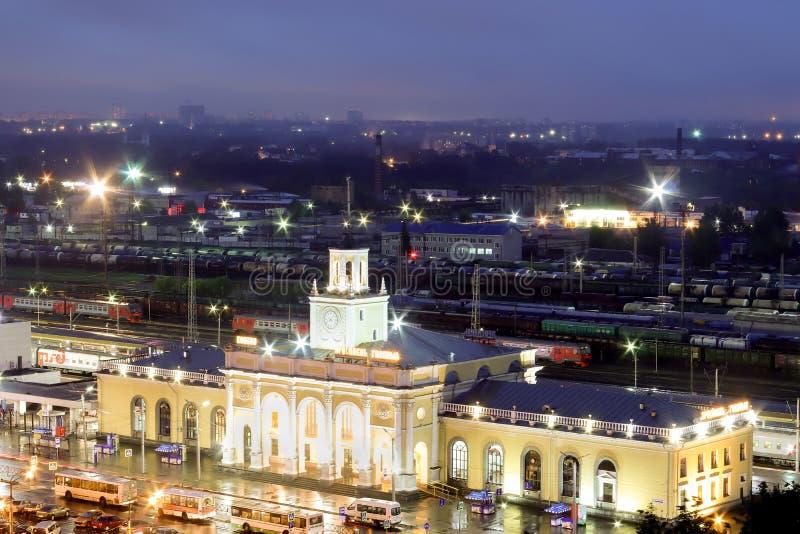 El cuadrado de la estación de Yaroslavl noche imagen de archivo libre de regalías