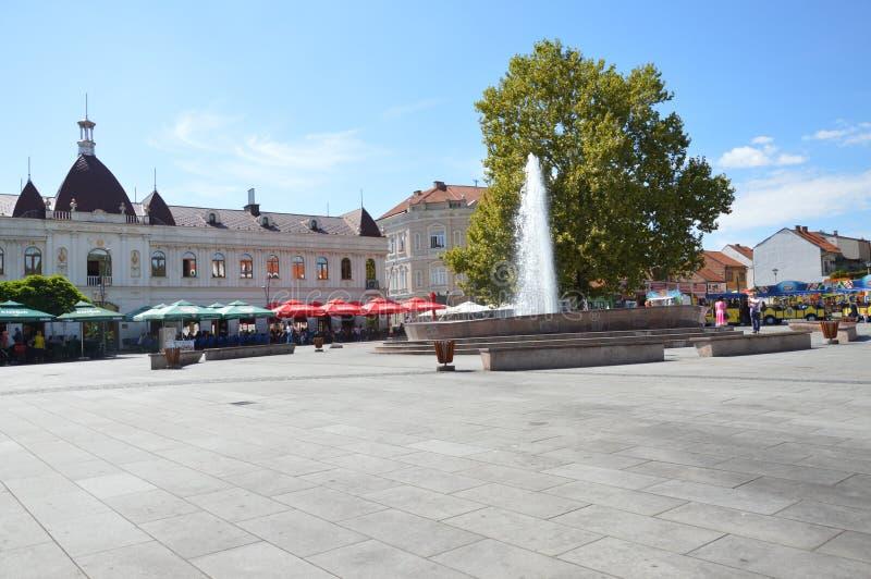 El cuadrado de la libertad en la ciudad Tuzla imagen de archivo