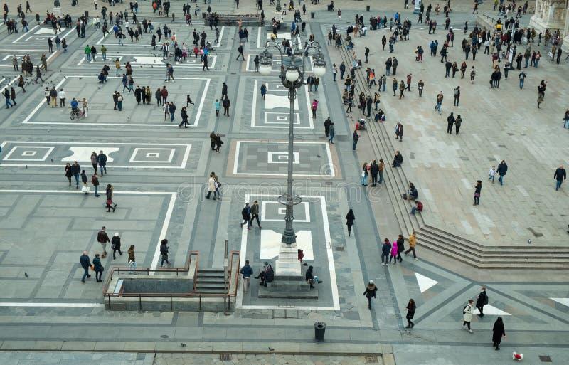 El cuadrado de Milán llamó el Duomo de la plaza imagenes de archivo