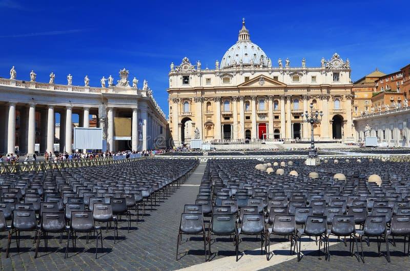 El cuadrado de San Pedro en la Ciudad del Vaticano imagen de archivo