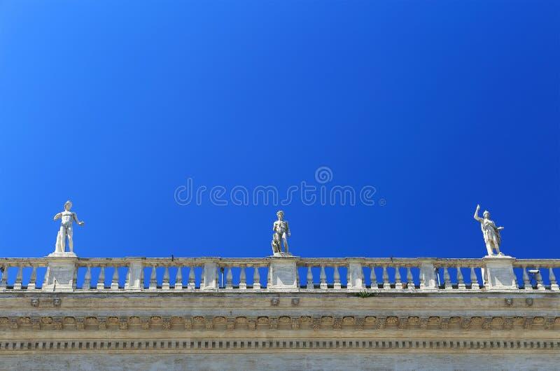 El cuadrado de San Pedro en la Ciudad del Vaticano fotos de archivo