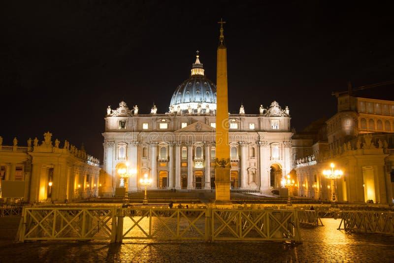 El cuadrado de San Pedro en Vaticano foto de archivo libre de regalías