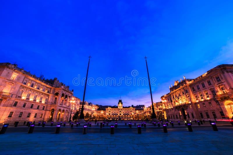 El cuadrado de Trieste durante tiempo de la Navidad fotos de archivo